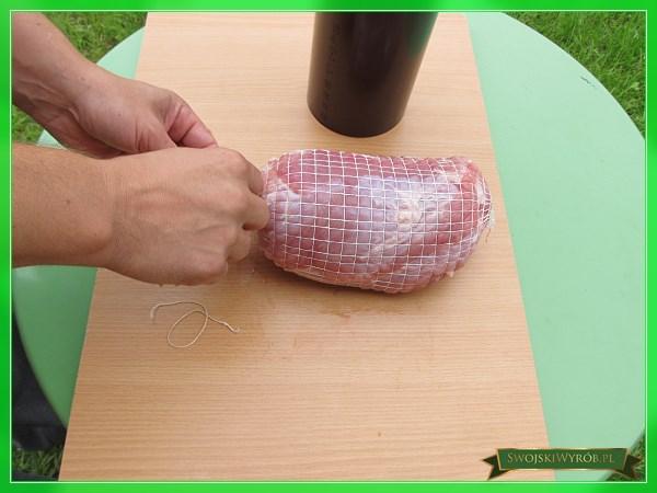 Jak nadziać szynkę w siatkę w łatwy i szybki sposób